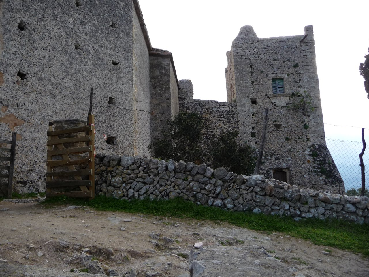 monastry puig maria fortifications